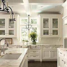 Best 100 white kitchen cabinets decor ideas for farmhouse style design (32)