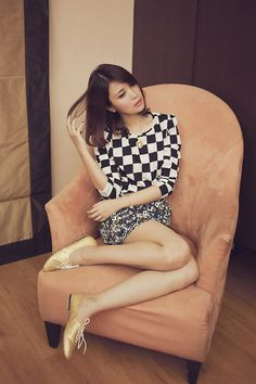 Black N White Printed Top Fashion of Tricia Gosingtian Fashion 101, Fashion Online, Tricia Gosingtian, Cute Asian Fashion, Black N White, Sammy Dress, Skirt Fashion, Dress Up, My Style