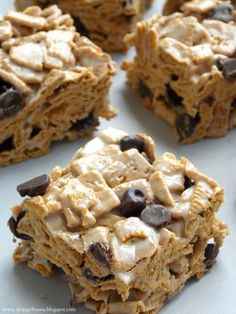 Golden Grahams cereal, chocolate chips & marshmallows S'mores Treats