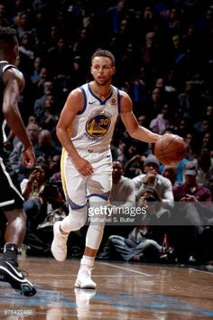 Stephen Curry of the Golden State Warriors handles the ball against the Brooklyn Nets on November 19 2017 at Barclays Center in Brooklyn New York. Stephen Curry Family, Nba Stephen Curry, Basketball Tricks, Love And Basketball, Nba Players, Basketball Players, Mba Basketball, Basketball Stuff, Seth Curry