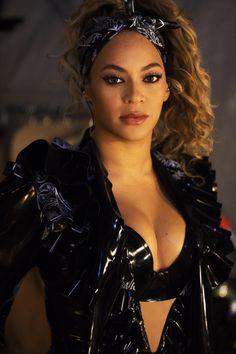 Beyonce - Data y Fotos Beyonce 2013, Estilo Beyonce, Beyonce Knowles Carter, Beyonce Style, Beyonce And Jay Z, Beyonce Beyonce, Beyonce Black Hair, Shakira, Lady Gaga