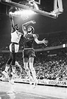 """David Thompson on Bill Walton When you think of the evolution of great dunkers and I ask, """"Who was the high-flying former ABA great that came before Michael Jordan?(Read more) Bryant Basketball, Kentucky Basketball, Basketball Legends, College Basketball, Basketball Players, Duke Basketball, Kentucky Wildcats, Wolfpack Basketball, Basketball"""