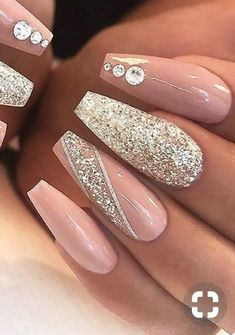 The advantage of the gel is that it allows you to enjoy your French manicure for a long time. There are four different ways to make a French manicure on gel nails. Bling Nails, Aycrlic Nails, Swag Nails, Hair And Nails, Bling Nail Art, Coffin Nails, Rhinestone Nails, Best Acrylic Nails, Summer Acrylic Nails