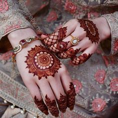 Mehndi is something that every girl want. Arabic mehndi design is another beautiful mehndi design. We will show Arabic Mehndi Designs. Henna Hand Designs, Mehndi Designs Finger, Simple Arabic Mehndi Designs, Modern Mehndi Designs, Mehndi Designs For Fingers, Mehndi Design Pictures, Beautiful Mehndi Design, Henna Tattoo Designs, Simple Henna