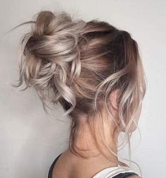 The best products, tips, and tricks for styling a messy bun, including messy bun ideas an inspiration, based on Meghan Markle's signature updo. # messy Hairstyles 10 Messy Bun Ideas That Will Make You Feel Like Meghan Markle Short Hair Styles Easy, Medium Hair Styles, Curly Hair Styles, Easy Hairstyles For Medium Hair, Messy Bun Hairstyles, Prom Hairstyles, Hairstyle Ideas, Trendy Hairstyles, Everyday Hairstyles