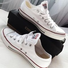 Converses basses blanches taille 36 https://www.amazon.fr/Converse-Chuck-Taylor-Baskets-adulte/dp/B0001X2MYI/ref=sr_1_1?ie=UTF8&qid=1475420568&sr=8-1&keywords=converses%2Bblanches&th=1&psc=1