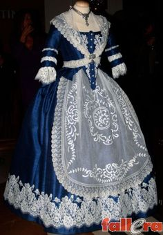 Les Barraques y Art Antic vuelven al Westin Hoop Skirt, Fairytale Dress, Historical Clothing, Pretty Dresses, Doll Clothes, Blue And White, Gowns, Clothes For Women, Formal