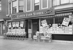 The J. Harris Clover Farm Store in Tyrone, PA in 1945. #vintage #supermarket #shopping #1940s
