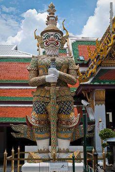 Foto Del Palazzo Reale di Bangkok - Galleria fotografica del bellissimo complesso del palazzo Reale di Bangkok, capitale della Thailandia. Un'esplosione di colori che aspetta solo di essere catturata dai nostri obiettivi.