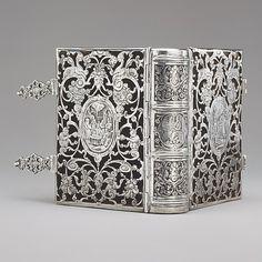 Silver, black wax, lined with black velvet. Dutch binding circa 1610.