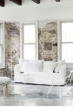 An all-white industrial-style home with minimalist charm in Sydney White Industrial, Industrial Style, Antique White Usa, Interior Inspiration, Inspiration Boards, Style Inspiration, Interior Styling, Interior Design, Timber Table