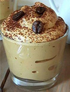 The magic 5 minutes espresso cream is a cream primarily based on instantaneous espresso … – Dessert de mousse – mostly Espresso Recipes, Coffee Drink Recipes, Easy Desserts, Delicious Desserts, Espresso And Cream, Coffee Cream, Espresso Coffee, Iced Coffee, Crema Recipe