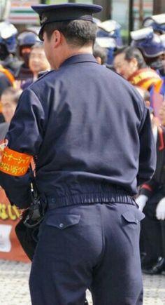 警察官の可愛いお尻