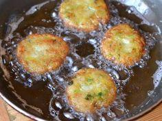Mennyei Kelkáposzta fasírt recept! Egy remek zöldséges kelkáposzta fasírt recept, ami viszonylag rövid idő alatt elkészíthető, ráadásul nagyon finom is! ;)