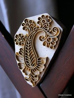 Love the design pattern: Handmade Indian Wood and Brass Textile Stamp- Paisley with Flowers Motif Paisley Design, Paisley Pattern, Motif Oriental, Stamp Carving, Handmade Stamps, Fabric Stamping, Indian Patterns, Wood Stamp, Shibori
