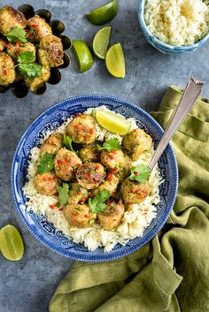 Thai green curry chicken meatballs with homemade thai green curry paste. Quick and totally delicious Classic Meatball Recipe, Meatball Recipes, Chicken Recipes, Classic Recipe, Quick Dinner Recipes, Entree Recipes, Cooking Recipes, Healthy Recipes, Green Curry Chicken