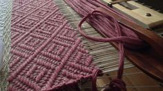Midi stringyarn for weft in woven bathmat.