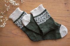 Vaihtelua sukanvarteen: 6 helppoa resorimallia - Pariton rasa Ravelry, Gloves, Socks, Knitting, Winter, Fashion, Winter Time, Moda, Tricot