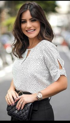 Kurti Sleeves Design, Kurta Neck Design, Sleeves Designs For Dresses, Cute Blouses, Blouses For Women, Blouse Styles, Blouse Designs, Professional Outfits, Blouse Dress