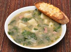 French Country Soup Recipe Lunch, Soups with yellow onion, olive oil, bay… Smoked Pork Chops, Peasant Food, How To Cook Ham, Smoked Turkey, Good And Cheap, Food 52, Soup Recipes, Kale Recipes, Chowder Recipes