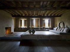 Photos/Bertrand Limbour/Style/Gilles Dallière Dans son château de 's-Gravenwezel, le collectionneur et marchand d'art anversois Axel Vervoordt met en scène sa passion pour l'Asie.…