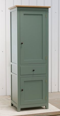 Small larder cupboard handpainted in Farrow and Ball Estate Eggshell - Castle Gray. Solid maple carcass construction with birch ply panels and shelves. Oak dovetailed drawers and oak cornice. Kitchen Larder Cupboard, Kitchen Carcasses, Armoire En Pin, Kitchen Maker, Freestanding Kitchen, Cupboard Design, Diy Kitchen Storage, Wooden Stools, Bespoke Kitchens
