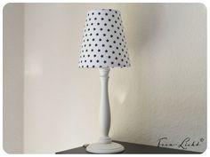 Tischleuchte mit einer Gesamthöhe von 42cm.  Lampenschirm weiß mit dunkelblauen Sternen (9mm) (ähnlich Abb.)