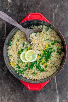 Lemon Rice Recipe - Greek lemon rice made with onions, garlic, fresh lemon juice and herbs! This is an easy side dish a -Greek Lemon Rice Recipe - Greek lemon rice made with onions, garlic, fresh lemon juice and herbs! This is an easy side dish a - Mediterranean Diet Recipes, Mediterranean Dishes, Mediterranean Rice Pilaf Recipe, Side Dishes Easy, Side Dish Recipes, Simple Rice Dishes, Rice Side Dishes, Vegetarian Recipes, Cooking Recipes