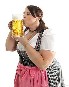 A Bavarian girl dressed in a traditional dirndl. © Sehenswerk.