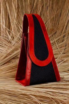 handbags, purses and bags Handbags On Sale, Luxury Handbags, Purses And Handbags, Architect Fashion, Crea Cuir, Sacs Design, Red Handbag, Beautiful Bags, My Bags