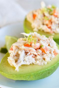 Avocado stuffed with shrimp and crab salad - Roxanne Cuisine Ways To Eat Healthy, Healthy Snacks, Healthy Eating, Healthy Recipes, Yummy Recipes, Crab Stuffed Avocado, Snacks Für Party, Avocado Recipes, Mexican Food Recipes