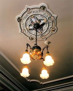 Angel with birds and flowers - ceiling medallion // Vintage light fixtures in the historical front rooms are a must! Victorian Lamps, Victorian Interiors, Victorian Furniture, Victorian Houses, Vintage Industrial Lighting, Antique Lighting, Pallet Patio Furniture, Furniture Ideas, Vintage Light Fixtures