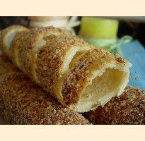 Kurtos kalacs - rotisserie pastry covered in cinnamon, sugar and nuts. Pastry And Bakery, Pastry Cake, I Love Food, Good Food, Kurtos Kalacs, Baking Recipes, Dessert Recipes, Romanian Food, Hungarian Recipes