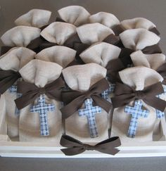 manumanie: Bomboniere...per Matteo Boys First Communion, First Communion Favors, Baby Baptism, Girl Christening, Diy Arts And Crafts, Diy Crafts, Communion Decorations, Cool Gifts, Gift Wrapping
