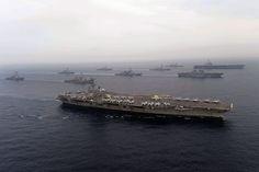 米空母2隻と海上自衛隊の護衛艦などが共同訓練     自衛隊からは「ひゅうが」など2隻と、F15戦闘機が参加、   アメリカ軍からはことし4月末から日本海に展開を続けている空母「カール・ビンソン」や、イージス艦など合わせて10隻が参加