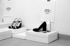 Backstage, Fashion backstage, Zapatos, zapatos Blanco y Negro, Black and White.