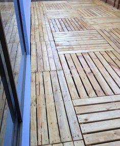 suelos de palets Pallet Floors, Reclaimed Wood Floors, Wooden Flooring, Recycled Pallets, Wooden Pallets, Pallet Interior Ideas, Pallet Patio Decks, Raw Wood, Outdoor Projects