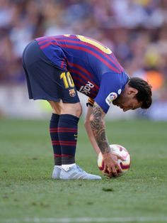Lionel Messi of FC Barcelona freekick during the La Liga Santander match between FC Barcelona v Athletic de Bilbao at the Camp Nou on September 2018 in Barcelona Spain Get premium, high resolution news photos at Getty Images Cristiano Ronaldo Interview, Cristiano Ronaldo Free Kick, Lionel Messi, Messi 10, Goals Football, Free Football, Football Players, Fc Barcelona, Cr7 Ronaldo