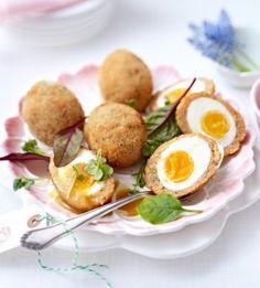 Gebackene Eier im Lachsmantel