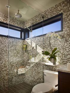 Ванная комната в плавучем доме. .