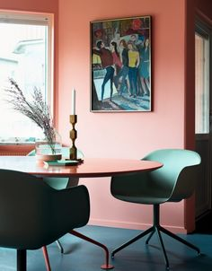 I can't get enough of this color combo; pink and green(The home of Daniel Heckscher)
