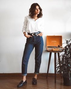 Are there any friends who love it? I have reproduced the look of Monica Geller for you: ww . - Looks do dia - Modest Fashion Look Office, Office Looks, Mode Outfits, Casual Outfits, Fashion Outfits, Mom Jeans Outfit, Lookbook, Mode Style, Modest Fashion