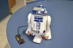 Hi my dear friends! Today I'm sharing a R2D2 pattern! This Mini R2D2 measures about 17cm. The idea to make R2D2 came from a birthday gift, precisely, I made it as a gift for a birthday of a f…