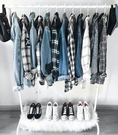 Why Don't You Fake Your First Capsule Wardrobe? — MappCraft - How to create a capsule wardrobe, minimalist wardrobe, closet inspiration, closet organization Source by namyonbin - Mode Outfits, Grunge Outfits, Fashion Outfits, 90s Fashion, Flannel Outfits, Fashion Site, Fashion Clothes, Fashion Trends, Capsule Wardrobe
