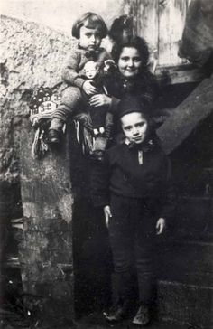 Poland, Prewar, Children from the Shapira family.  Belongs to collection: Yad Vashem Photo Archive