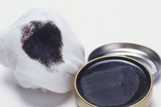 Shoe polish is like anti-aging cream for boots. Remove Rust Stains, Sweat Stains, Flea Remedies, Home Remedies, Natural Wood Cleaner, Cleaning Outdoor Cushions, Getting Rid Of Rats, Rid Of Bed Bugs, How Do You Clean