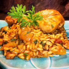 Experimente esta Galinhada Caipira elaborada com arroz arbóreo. Fica cremosa e muito mais saborosa!
