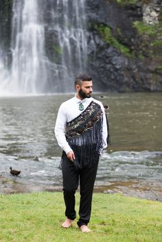 Tane Contemporary Korowai worn over one shoulder Dance Fashion, Fashion Art, Flax Weaving, Maori Designs, Nz Art, Maori Art, Where The Heart Is, Cloak, Creative Inspiration