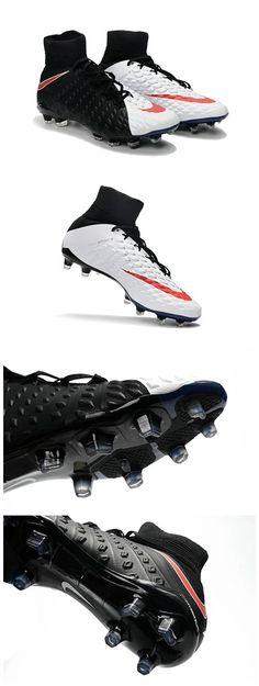 La Hypervenom III est également la première chaussure Nike Football à bénéficier de la toute nouvelle plaque Hyper-Reactive,qui allie une matière flexible en Pebax à l'avant-pied.