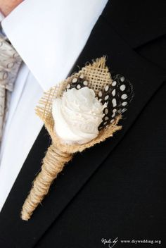 How to make a boutonniere for your DIY wedding---- tons of DIY wedding ideas and stuff! Groom Wedding Jewellery, Wedding Groom, Fall Wedding, Diy Wedding, Rustic Wedding, Dream Wedding, Wedding Burlap, Trendy Wedding, Wedding Blog